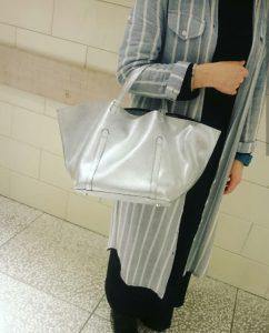 渋谷 ShinQs ヒカリエ bag atneK アトネック シルバー 牛革 トートバッグ トレンド 軽い オシャレ