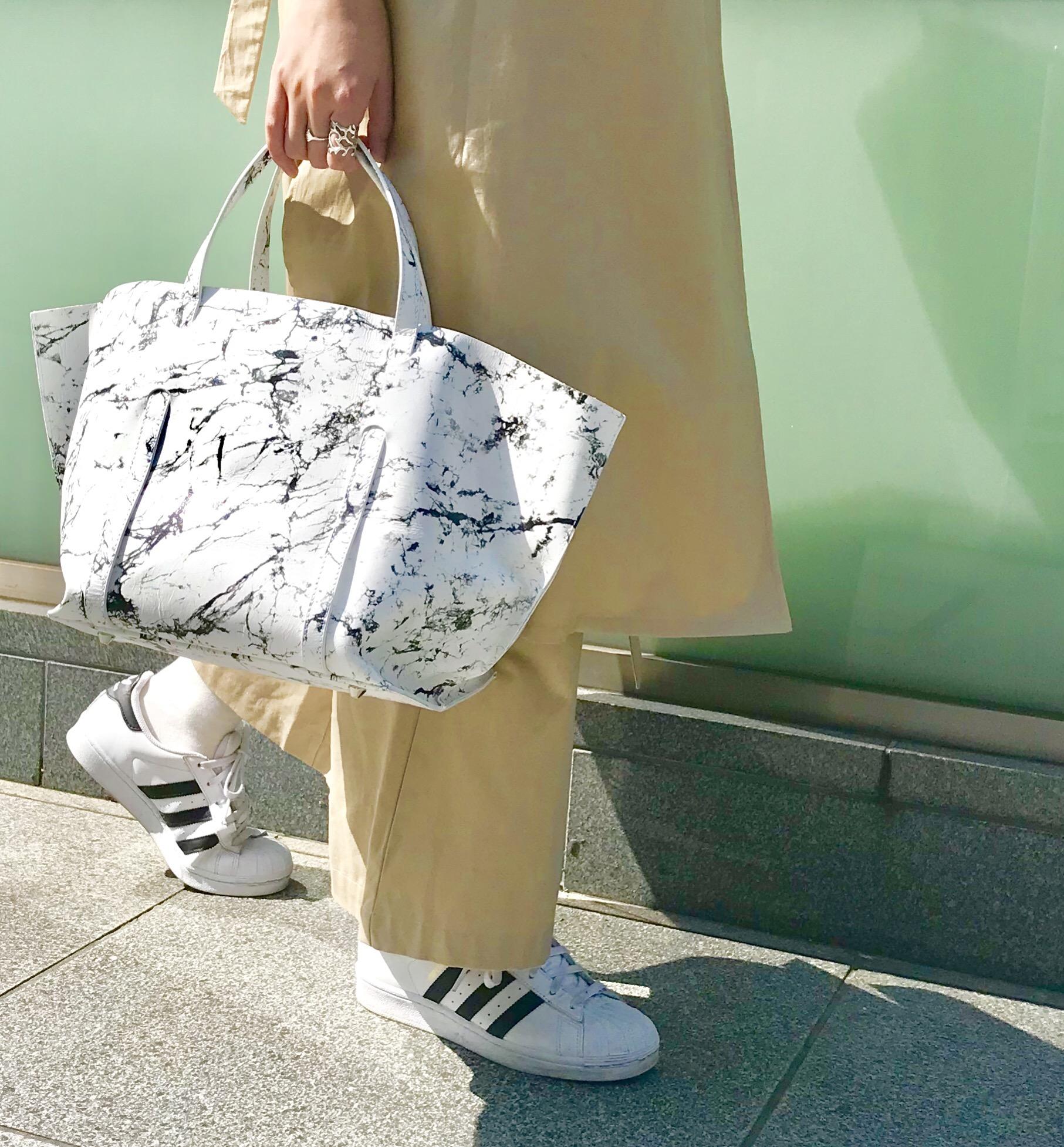 スクラップブック アトネック ScrapBook atneK 有楽町マルイ トートバック バック bag tote bag 大理石柄 大理石 シルバー メタリック 可愛い 可愛いバッグ