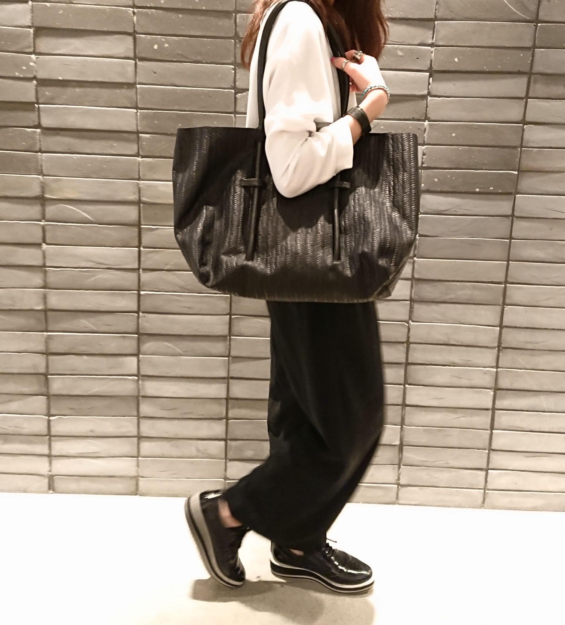 渋谷ヒカリエShinQs 渋谷ヒカリエShinQsスクラップブック scrapbook渋谷 スクラップブック渋谷ブログ アトネック atneK レザー leather トートバッグ tote bag 牛革 羊革 型押し 柔らかい しなやか 高級感 トレンド オシャレ