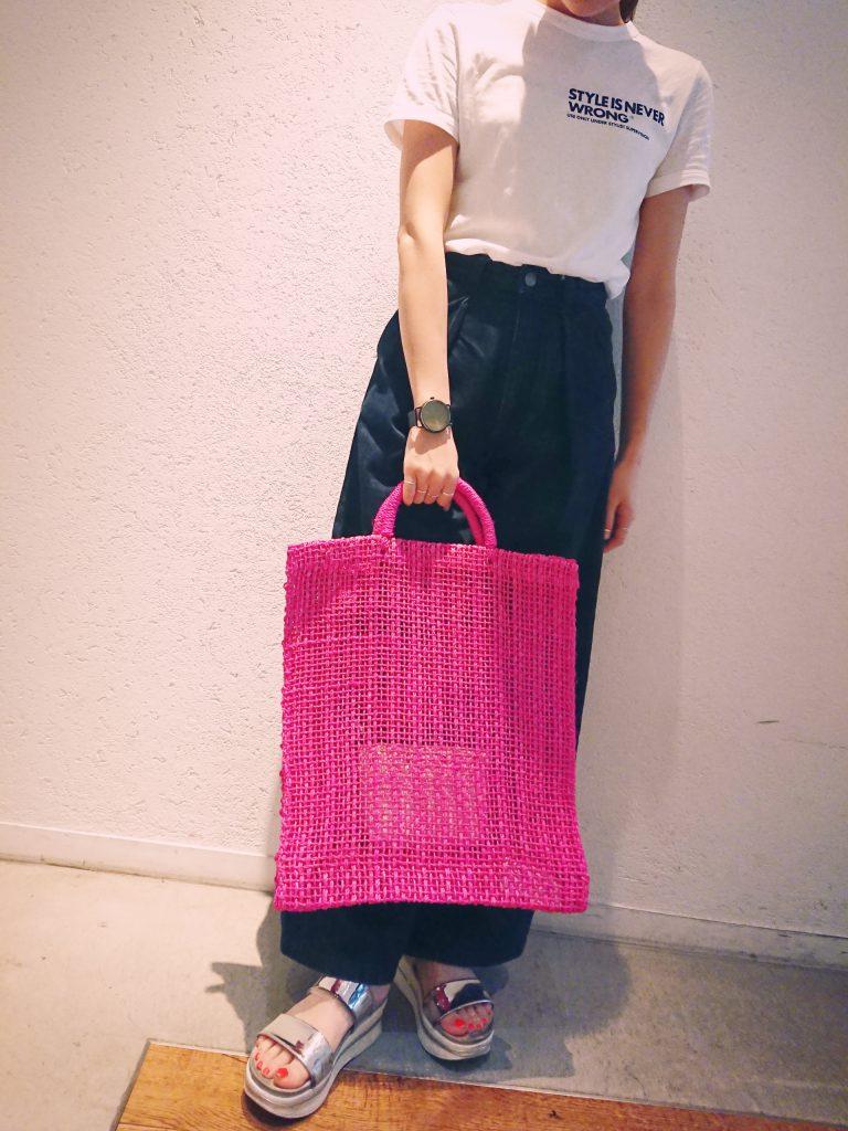 渋谷 渋谷ヒカリエShinQs スクラップブック渋谷 スクラップブック渋谷ブログ キャセリーニ casselini 麻 麻バッグ 夏 カゴ 籠 カゴbag トートバッグ 可愛い 大人可愛い ビビットカラー アクセントカラー 鮮やか pink ピンク green グリーン 緑