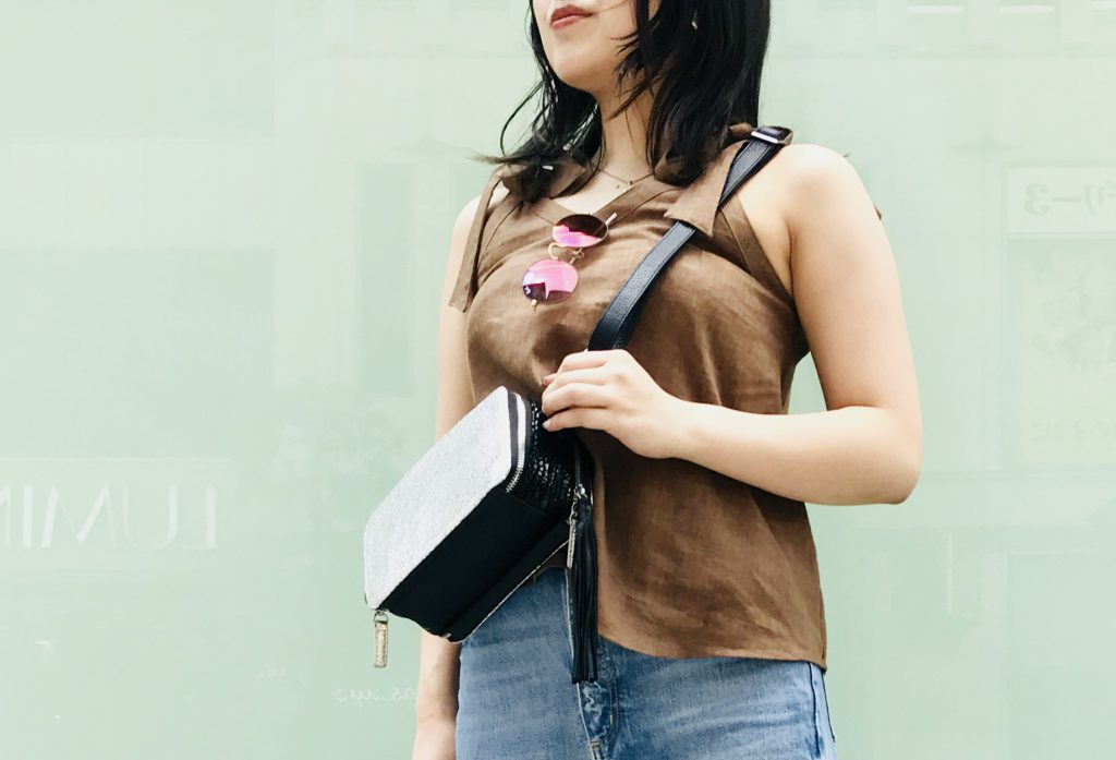 Scrap Book スクラップブック 有楽町マルイ 可愛い wallet shoulder bag お財布ショルダーバッグ 牛革バッグ 斜め掛けショルダーバッグ 肩掛けショルダーバッグ 日本ブランド クラッキングレザー ひび割れ加工 タッセル付き
