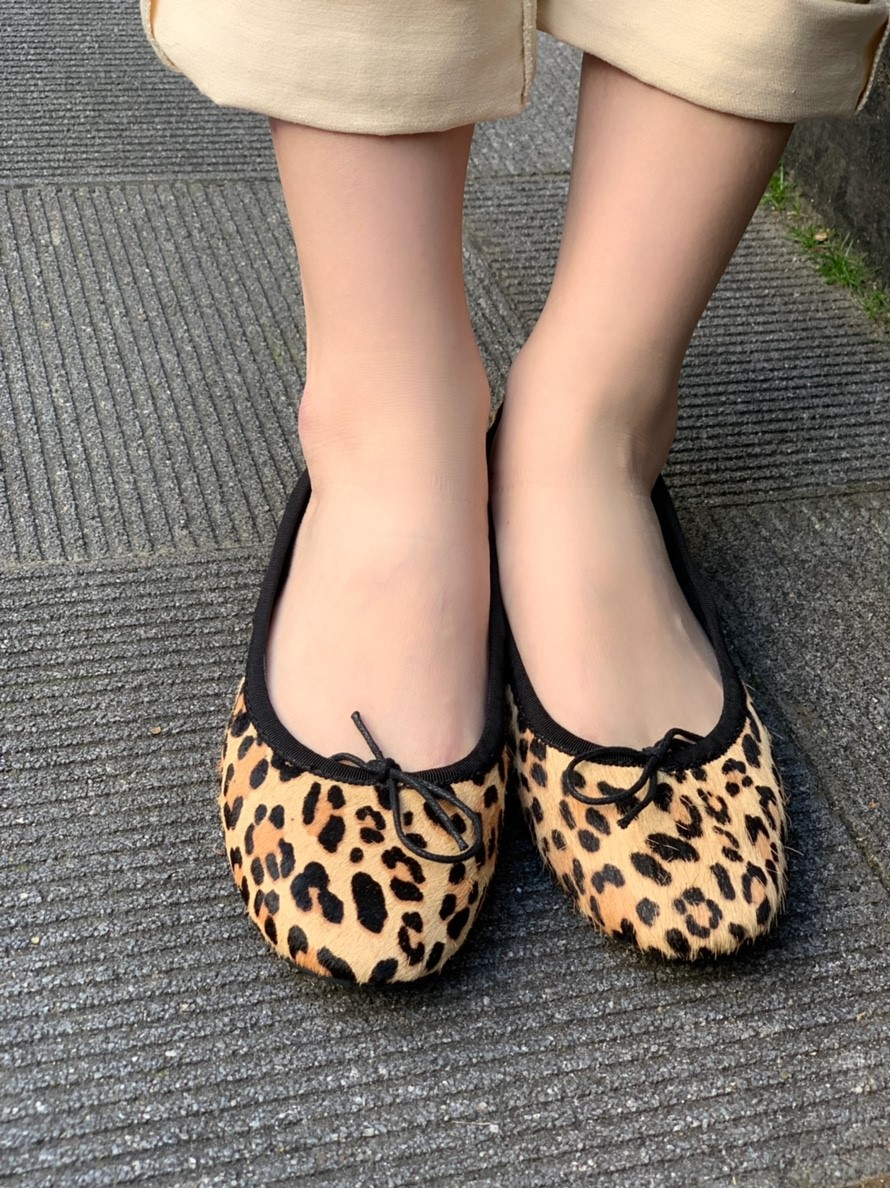 スクラップブック渋谷 スクラップブック渋谷ブログ Leopard Leopardpumps フラットシューズ フラットパンプス 履きやすい コンフォート 快適 トレンド ヒョウ柄 レオパード ハラコ オシャレ 軽い 柔らかい デイリー デイリースタイル 大人カジュアル