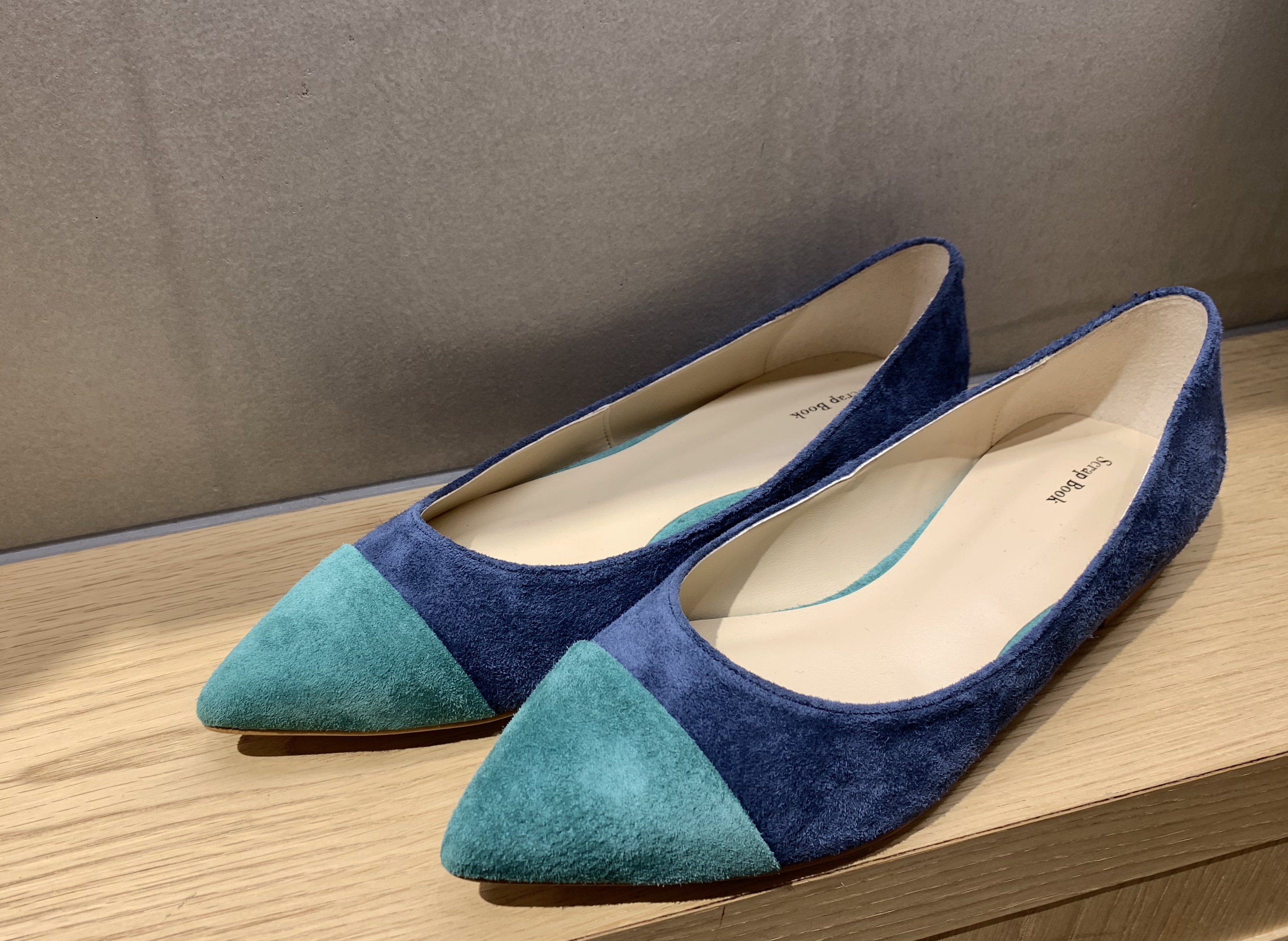 Scrap Book スクラップブック 有楽町マルイ 可愛い バイカラー bi-color シンプル フラットシューズ flat shoes 日本製 浅草 神戸 豚革 履きやすい