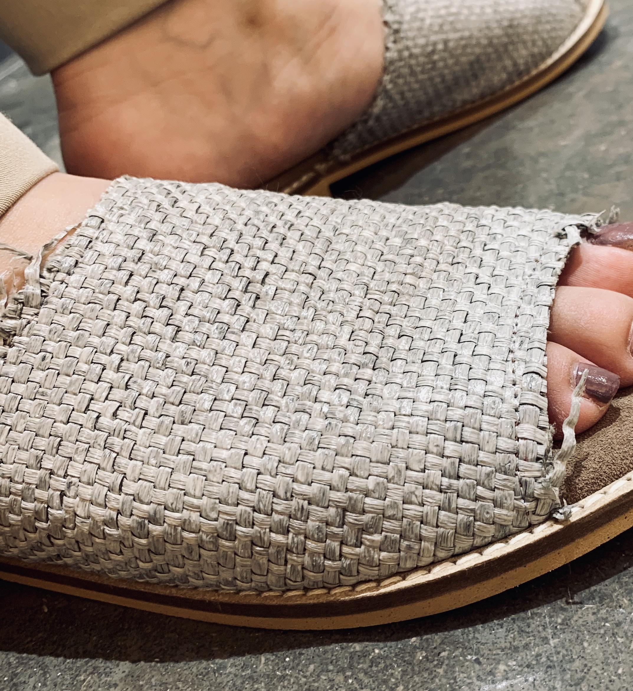 bertuchi ベルタッチ Scrap Book 有楽町マルイ 可愛い スクラップブック サンダル sandal スペインブランド 履きやすい 柔らかいソール 珍しいカラーサンダル 切りっぱなしデザイン ローヒールサンダル ぺったんこサンダル フラットサンダル
