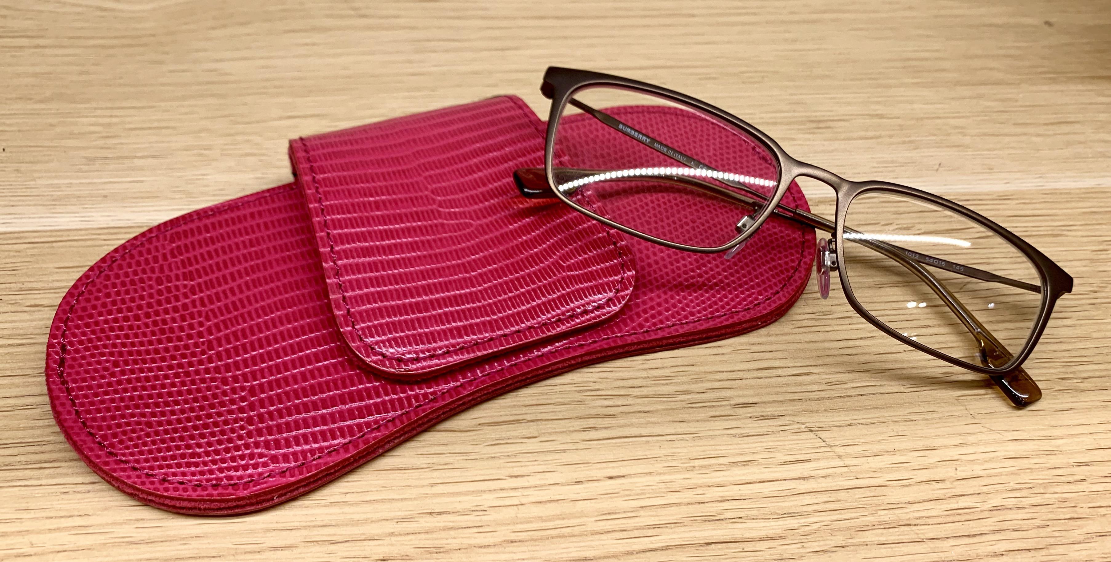 ScrapBook スクラップブック 有楽町 有楽町マルイ TOFF&LOADSTONE トフアンドロードストーン シンプル コンパクト 上品 スマート きれい かっこいい 牛革 薄い アイウェアケース 眼鏡 サングラス 眼鏡ケース めがね