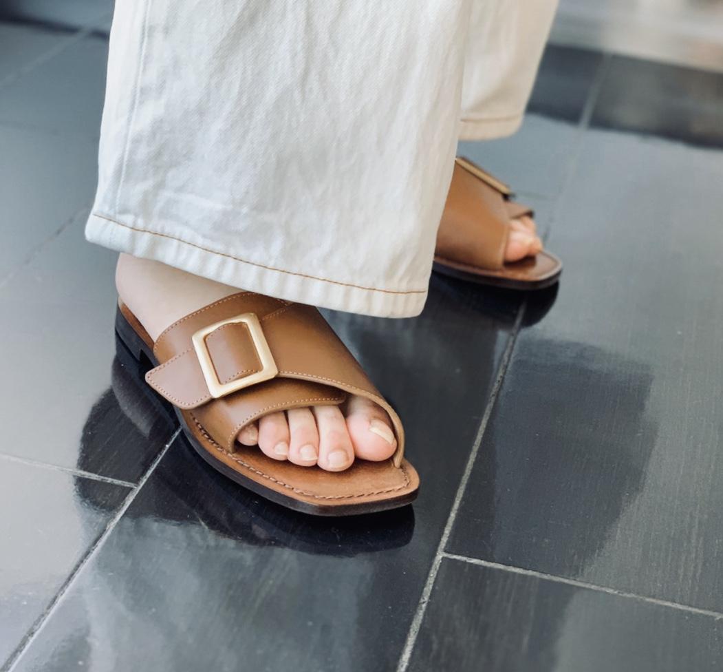 CORSO ROMA 9 コルソローマScrapBook スクラップブック 有楽町 有楽町マルイ 可愛い sandal サンダル レザーサンダル leather sandal black ブラック brown ブラウン ぺったんこ ローヒールサンダル